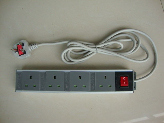 4 Receptacles Horizontal UK European Power Strip With Switch For Kitchen Appliances